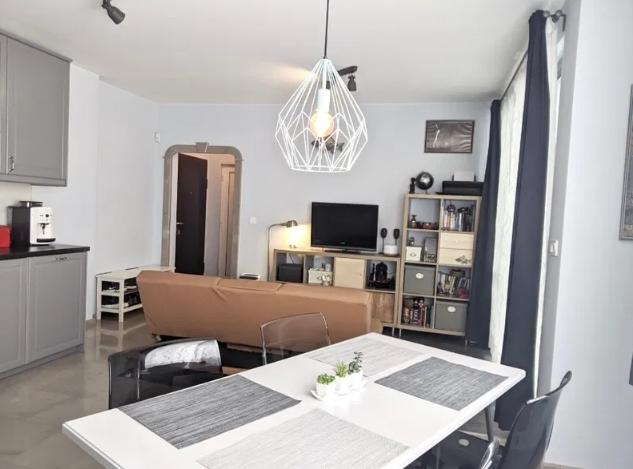 Ситибул Продава 2-комнати в София, Редута