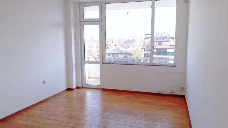 Ситибул Продава тристаен в София, Бъкстон