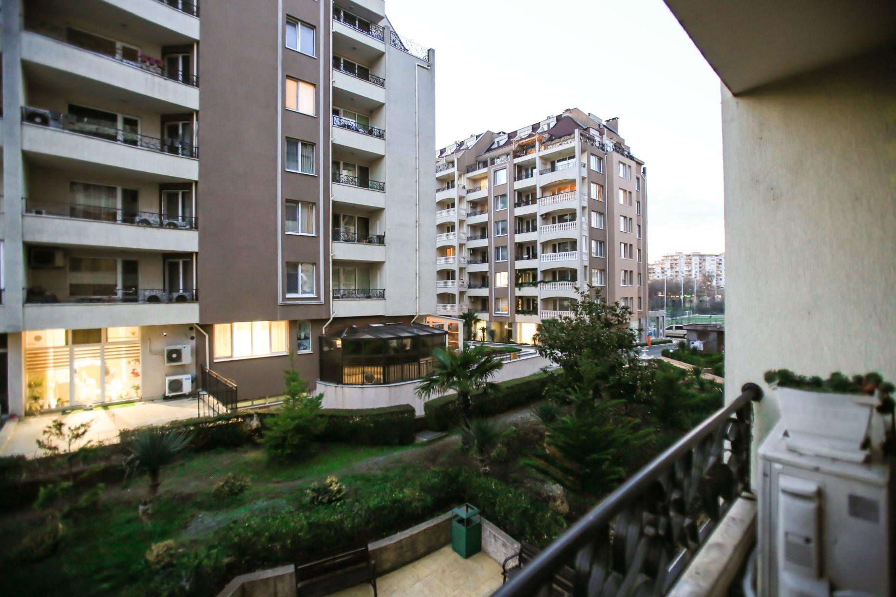 Ситибул Продава тристаен в Бургас, Зорница